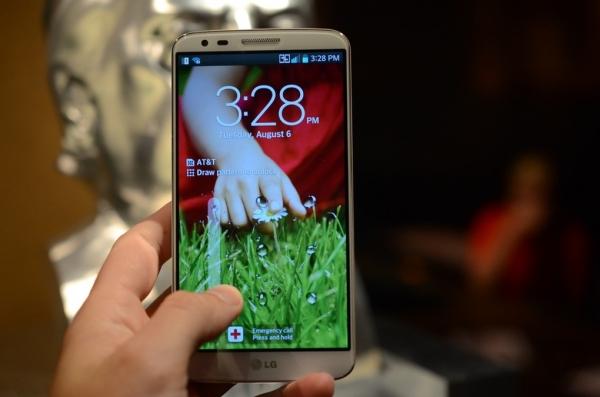 LG официально анонсирует новый 5,2'' флагман — G2