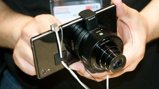Sony официально анонсировала «фотоприставки» QX