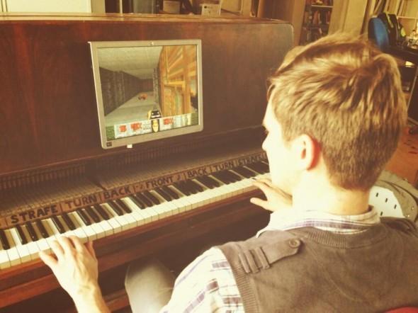 Можно ли поиграть в Doom на пианино?