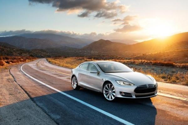 Tesla представит режим автопилота в течение трех лет