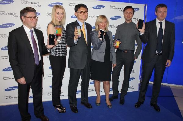 Начались российские продажи Galaxy Note 3 и Galaxy Gear