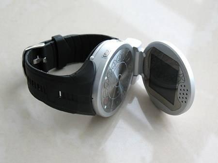 G108 – телефон встроенный в наручные часы