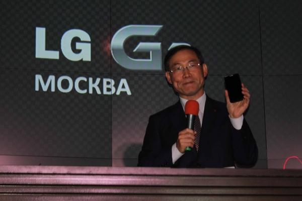Старт российских продаж самого необычного флагмана LG G2