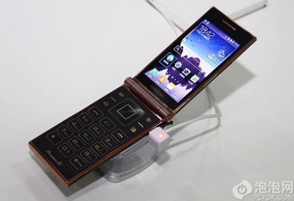 Samsung W2014 – первая «раскладушка» на Snapdragon 800 стоимостью более 1640 $