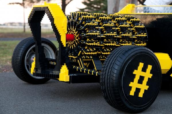 Авто из Lego: питается воздухом, разгоняется до 32 км/ч