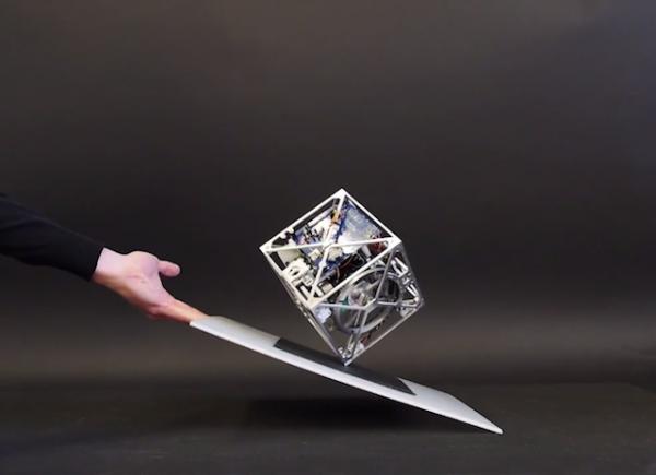 Cubli – потрясающий кубический самобалансирующийся робот