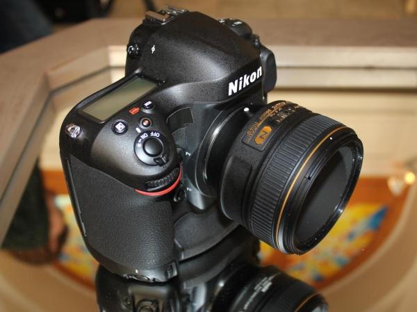 Камера Nikon для папарацци