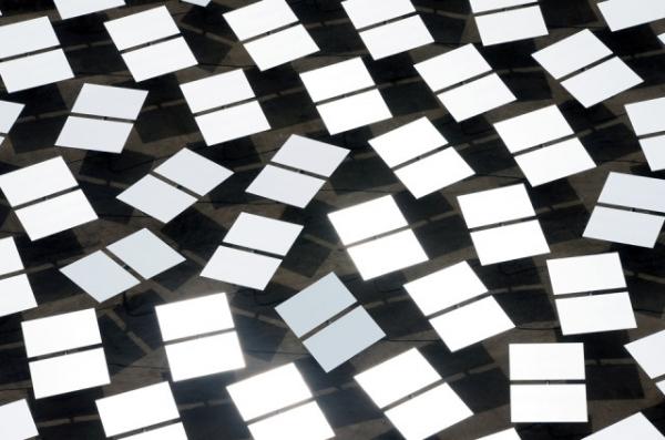 Крупнейшая в мире солнечная электростанция… ослепляет пилотов