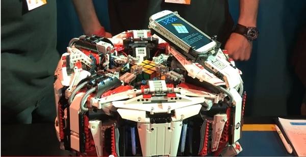 Лего-робот Cubestormer научился решать кубик Рубика за считанные секунды