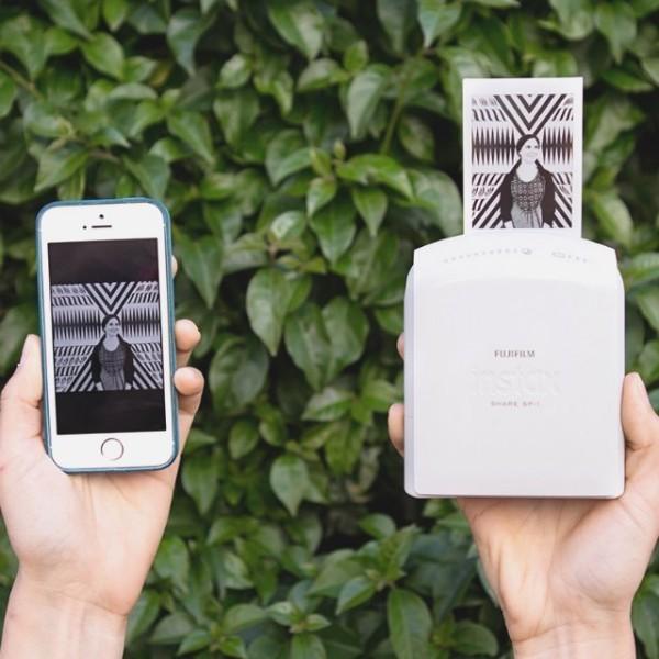 Instax Share SP-1 — портативный принтер для смартфонов