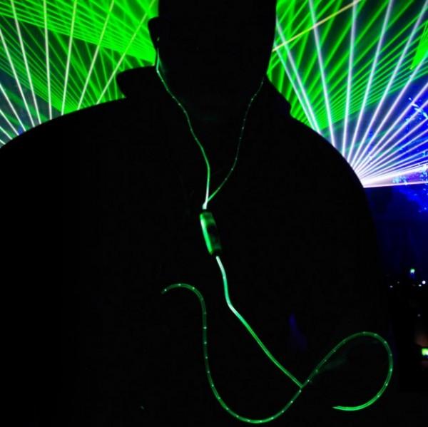 Наушники, светящиеся в такт музыке
