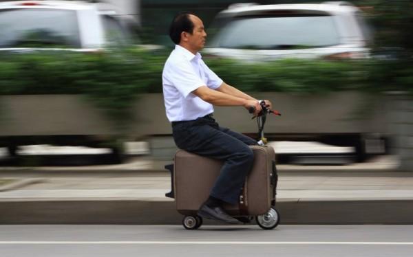 Китаец изобрел чемодан-мотоцикл