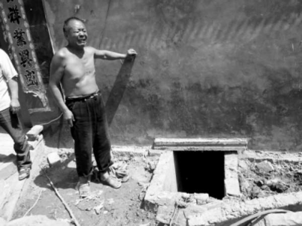 Двое китайцев погибли, спасая телефон из туалета