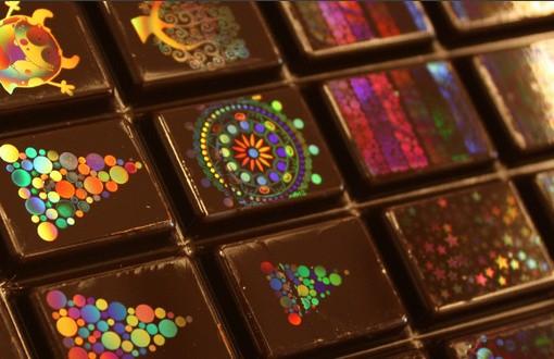 Голографический шоколад от Morphotonix