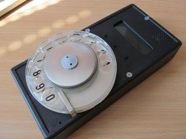 Мобильник с дисковым номеронабирателем
