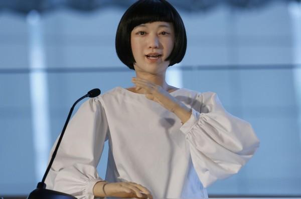 Семья из трех андроидов поселилась в японском музее Mираикан