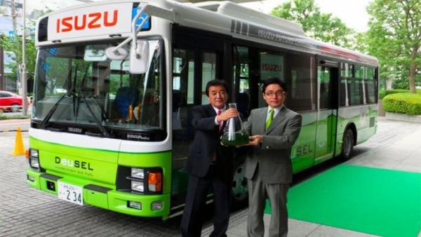 Японцы создали первый в мире автобус на топливе из водорослей