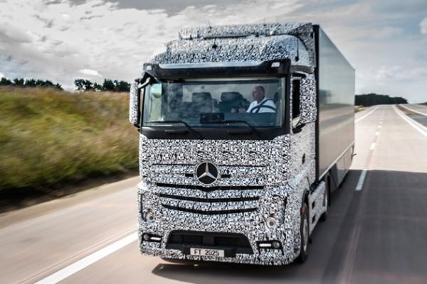 Mercedes хочет создать полуавтономный грузовик