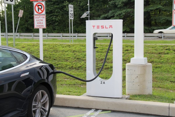 Китайский фанат Tesla решил построить собственные зарядные станции