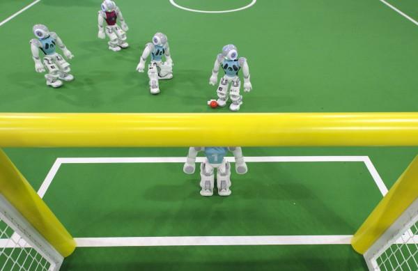 Австралийские роботы победили в футбольном чемпионате RoboCup 2014