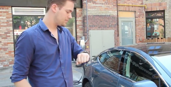 Контролировать Tesla позволят с помощью умных часов
