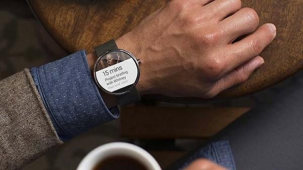 Умные часы Moto 360 получат датчик освещенности