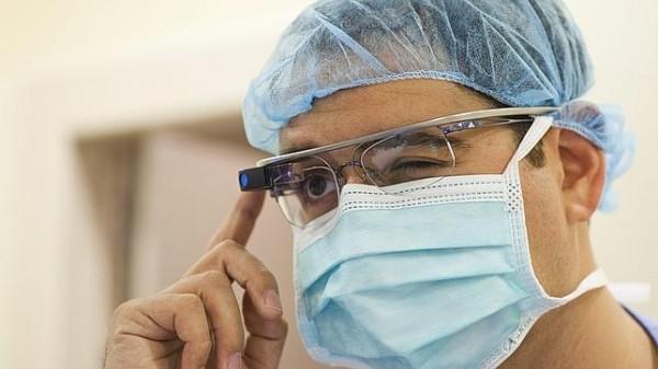Хирурги Стэнфорда практикуются с помощью Google Glass