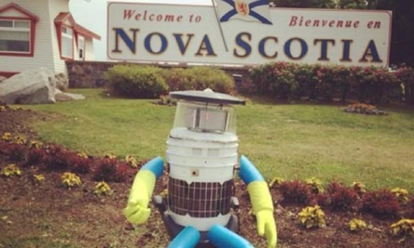 Робот отправился путешествовать по Канаде автостопом