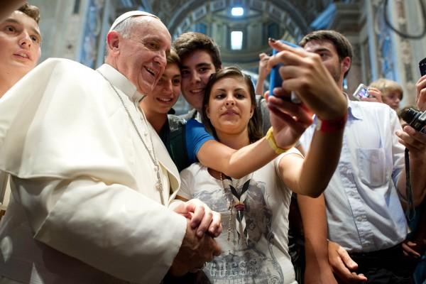 Папа Римский призвал меньше сидеть в Интернете