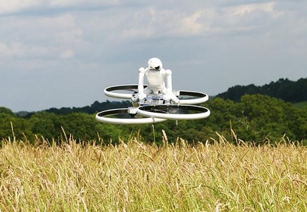Робот катается на ховербайке по Англии