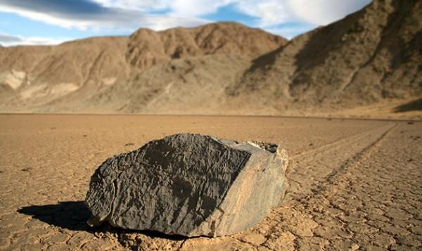 Тайну движущихся камней раскрыли с помощью GPS