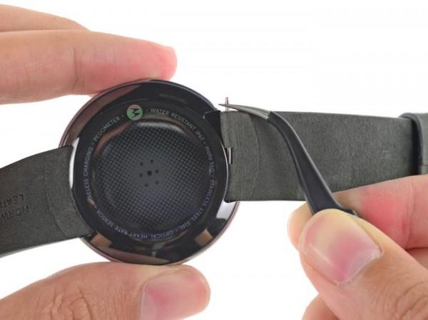 Часы Motorola Moto 360 попали в руки iFixit