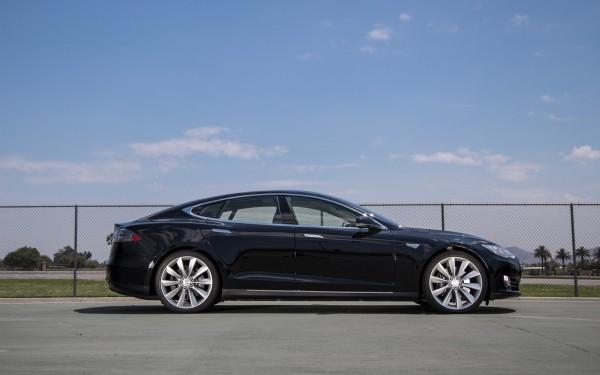 Электромобили Tesla станут самоуправляемыми через 6 лет