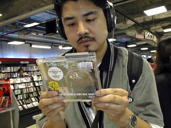 Япония не хочет прощаться с музыкальными CD