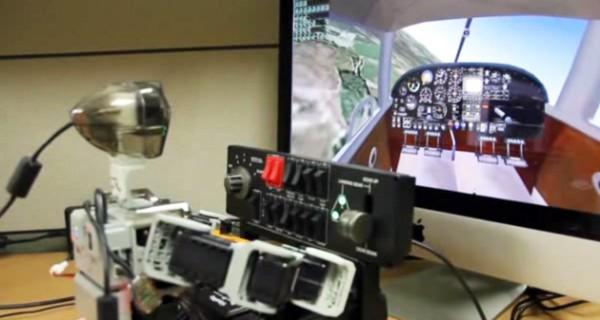 Человекоподобный робот научился управлять самолетом