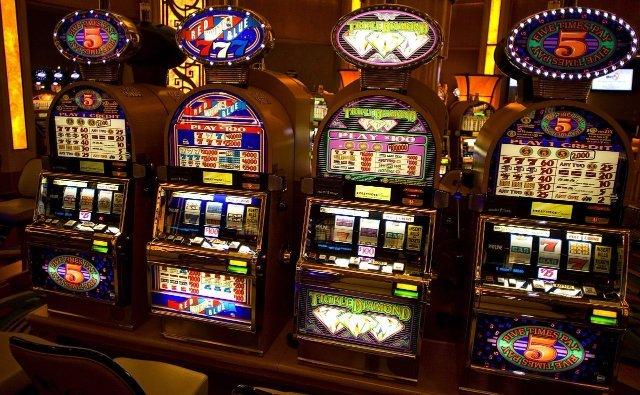 Играть на лучшие игральных автоматах 777 в интернет казино Азино777