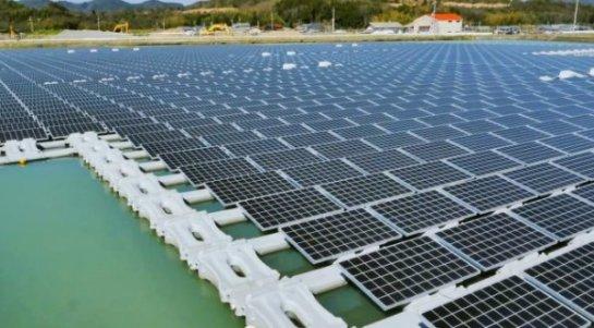 В Китае запущена огромная водяная солнечная электростанция