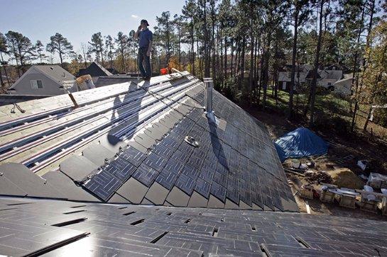 Спрос на солнечные крыши от Tesla уже успел превысить предложение