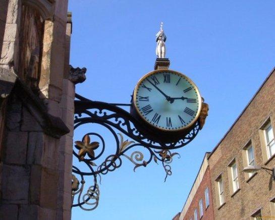 В Ростове установили часы на солнечной батарее