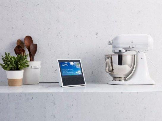 «Amazon» презентовала «умную» колонку с сенсорным экраном и голосовым помощником