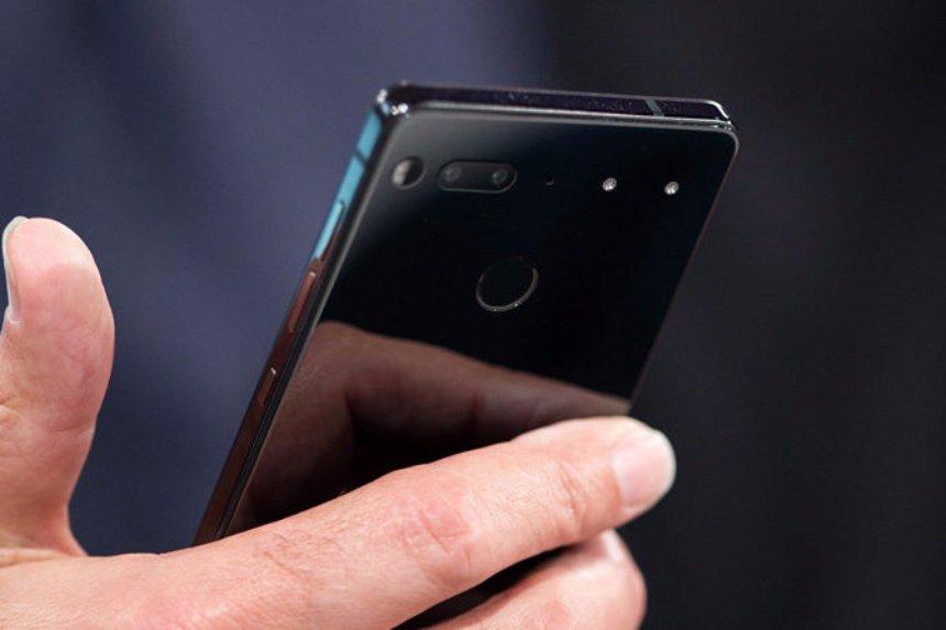 Энди Рубин сообщил о скором старте продаж нового смартфона Essential