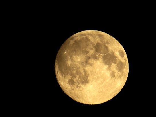 Уфологи заявили, что Луна - это всего лишь космический корабль, принадлежащий внеземной цивилизации
