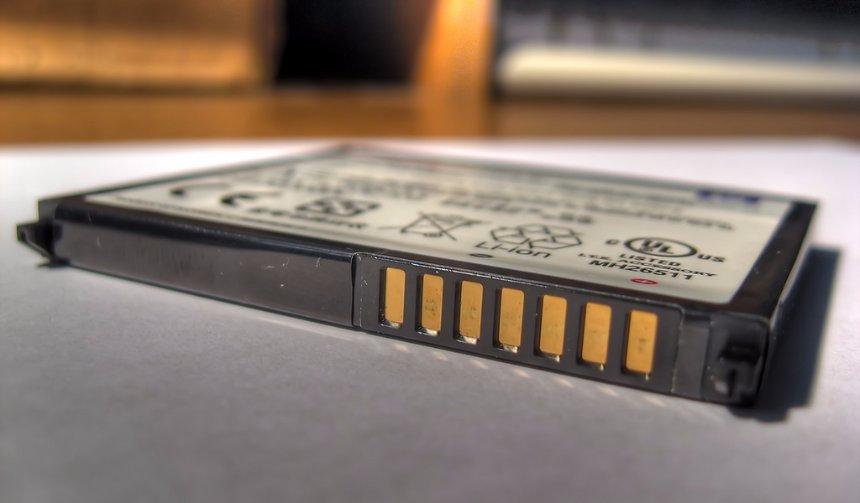 Ученые создали аккумулятор для смартфона из мусора