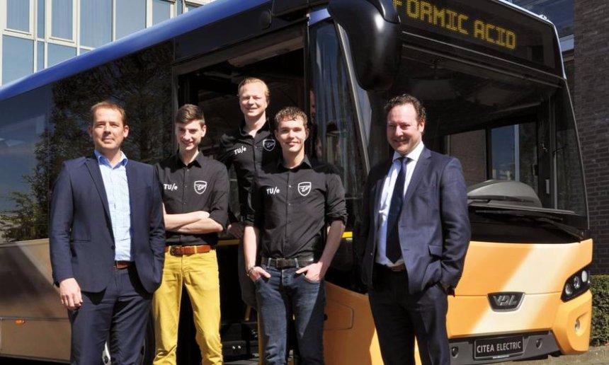 В Голландии начал курсировать автобус, который ездит не на бензине, а на муравьиной кислоте