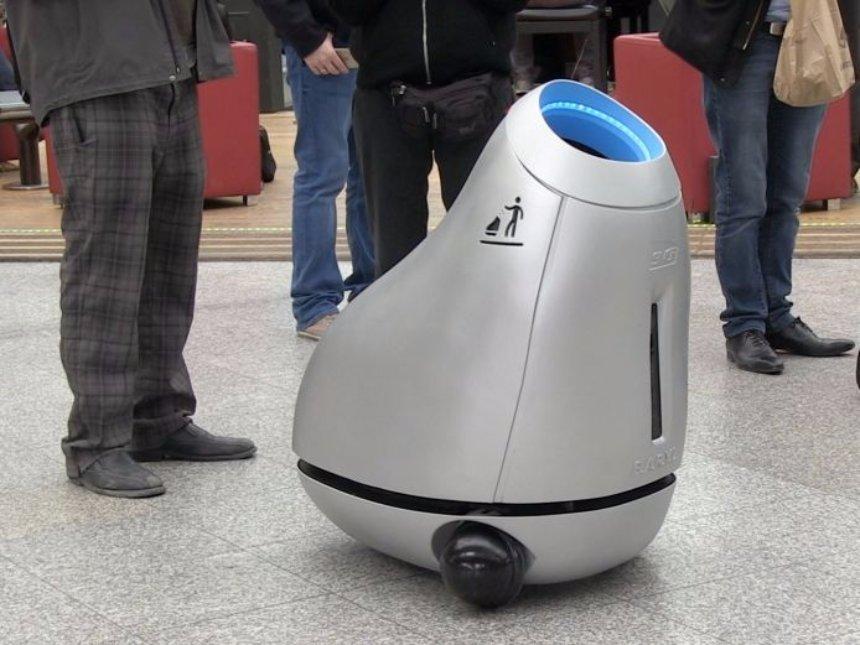 Во Франции создали робота, выполняющего функции урны