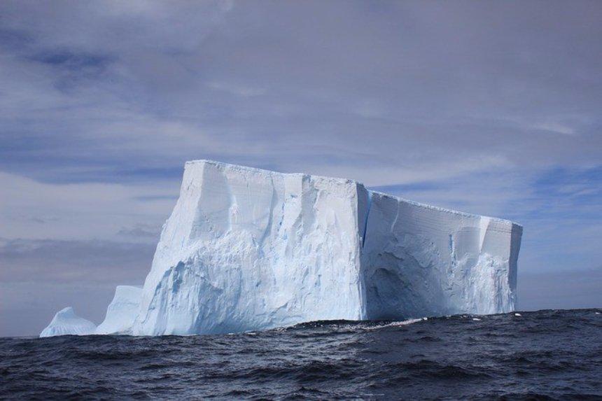 Российские ученые считают, что информация об отколовшемся в Антарктиде айсберге является не правдивой