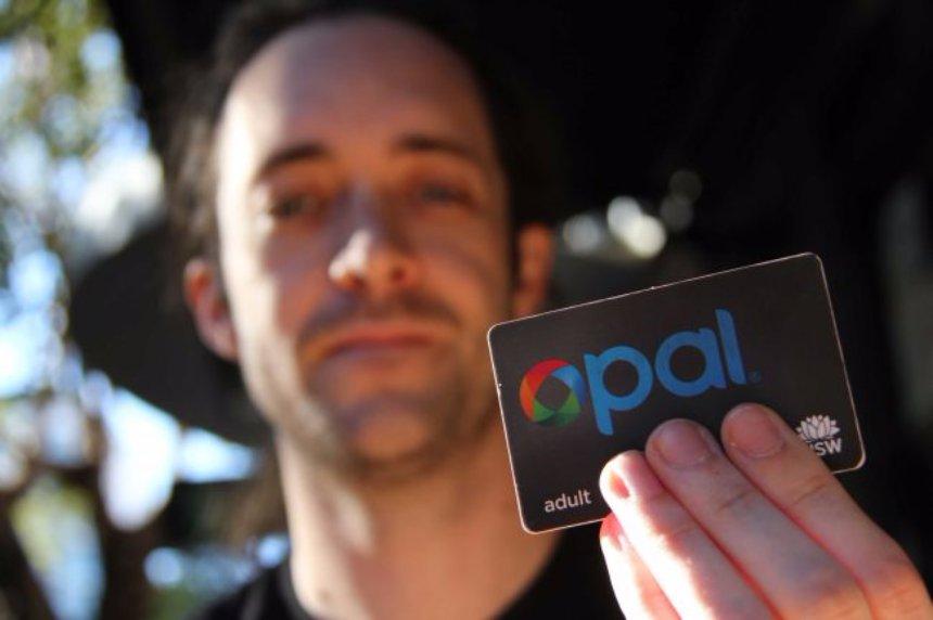 Житель Австралии вживил себе в руку проездной документ