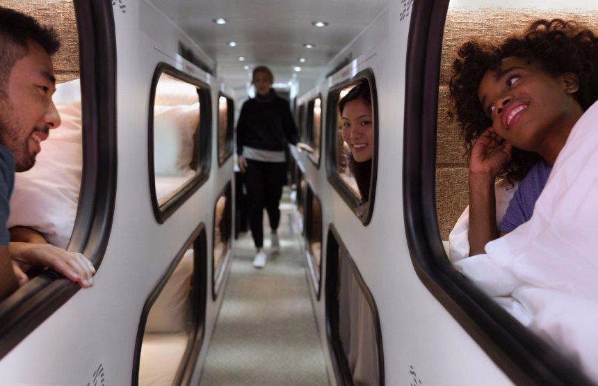 В США появился автобус с местами для сна