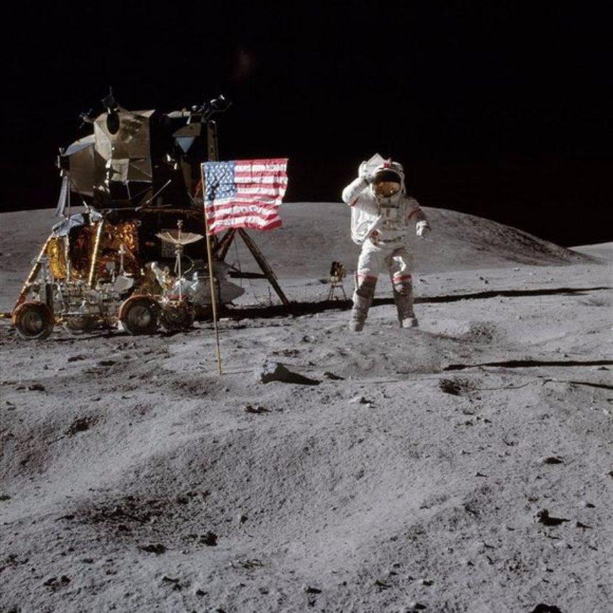 На Youtube появилось очень много архивных фотографий от НАСА