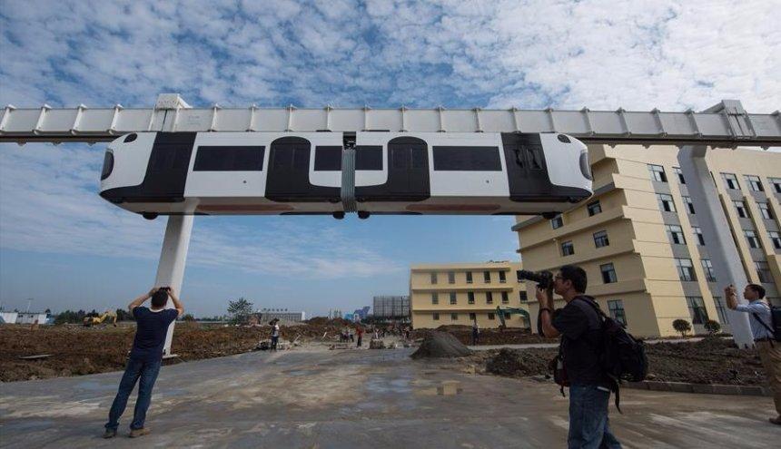 В Китае начал работу подвесной поезд